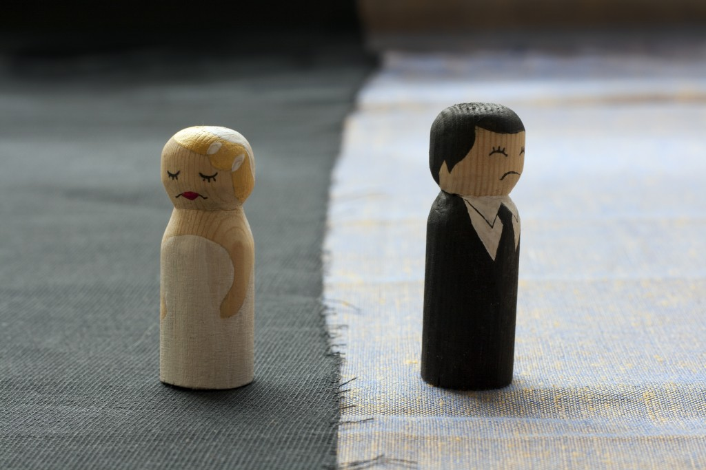 wood dollcouple symbolizing divorce