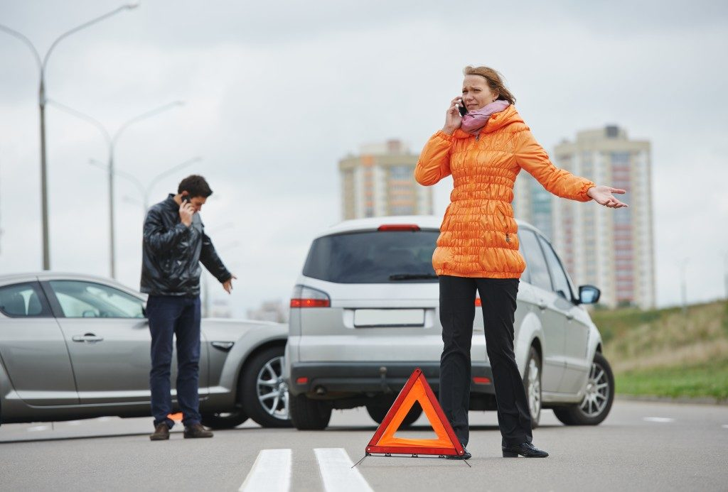 Man and woman calling after a car accident