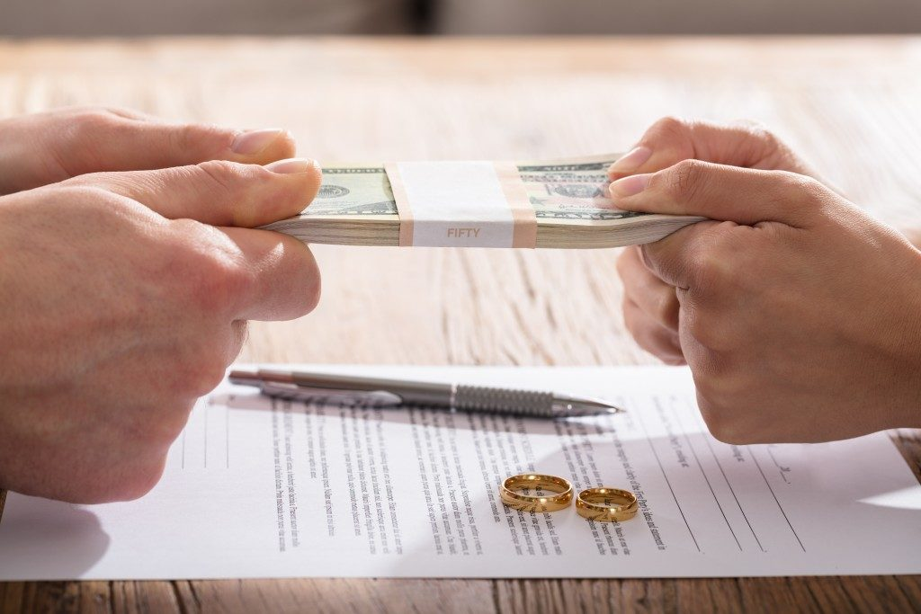Couple's Fighting For Money Over The Divorce Agreement With Gold Wedding Rings